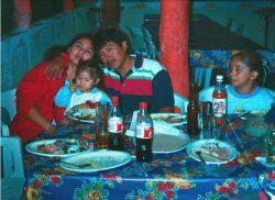 Isaac, Theresa y las niñas